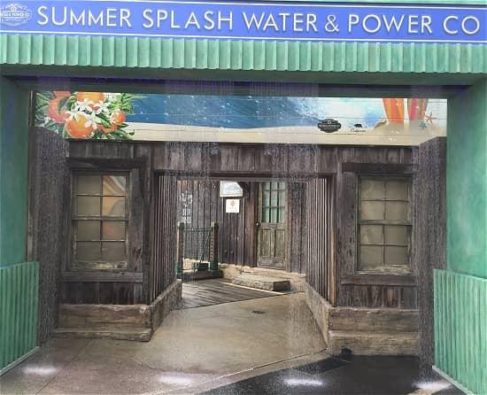 水の出るアーチ サマースプラッシュマーケット