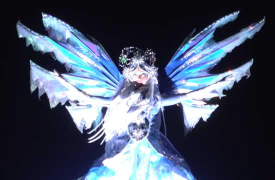 クリスタルの妖精 天空を舞う
