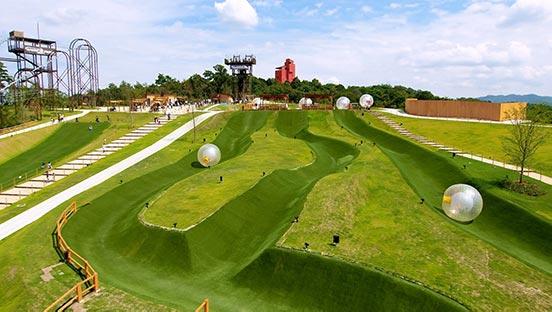 ネスタリゾート神戸 ボール型ライド・アクティビティ キャニオンドロップ