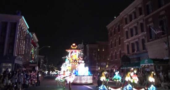 ナイトパレードパレード フィネガンズバー&グリル