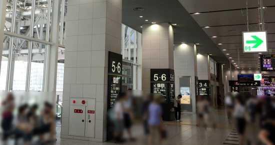 大阪駅渡り廊下 乗り換え口