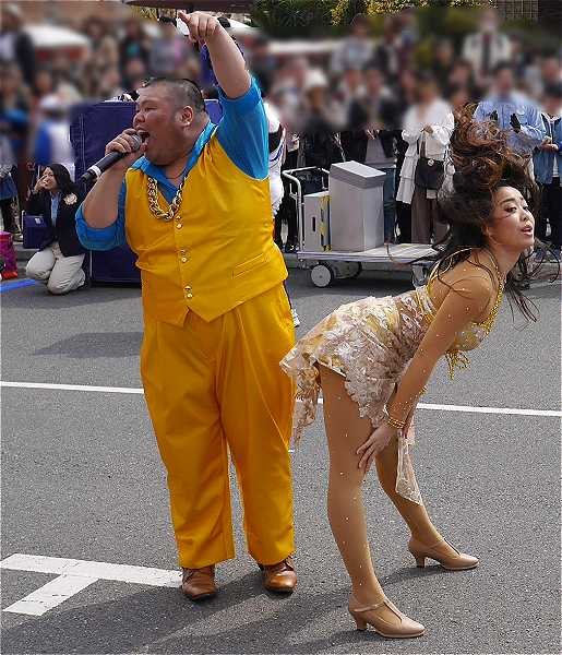 セクシーダンスとマイク