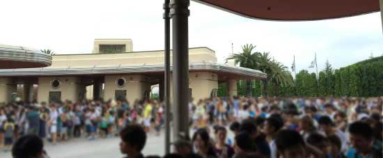 USJ開園直前の混雑状況
