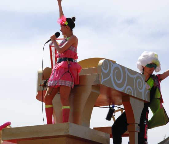 ウォーターパレード ピアニストと女性歌手